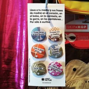 Blister con los 6 modelos de chapa con las frases sobre fondos estampados de color