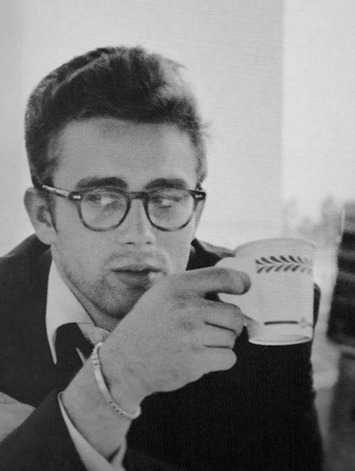 Las gafas de James Dean tan icónicas como él