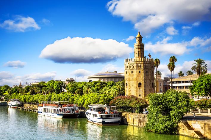La Torre del Oro, un aliciente para estudiar inglés en Sevilla