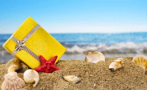 Regalo en la arena de la playa